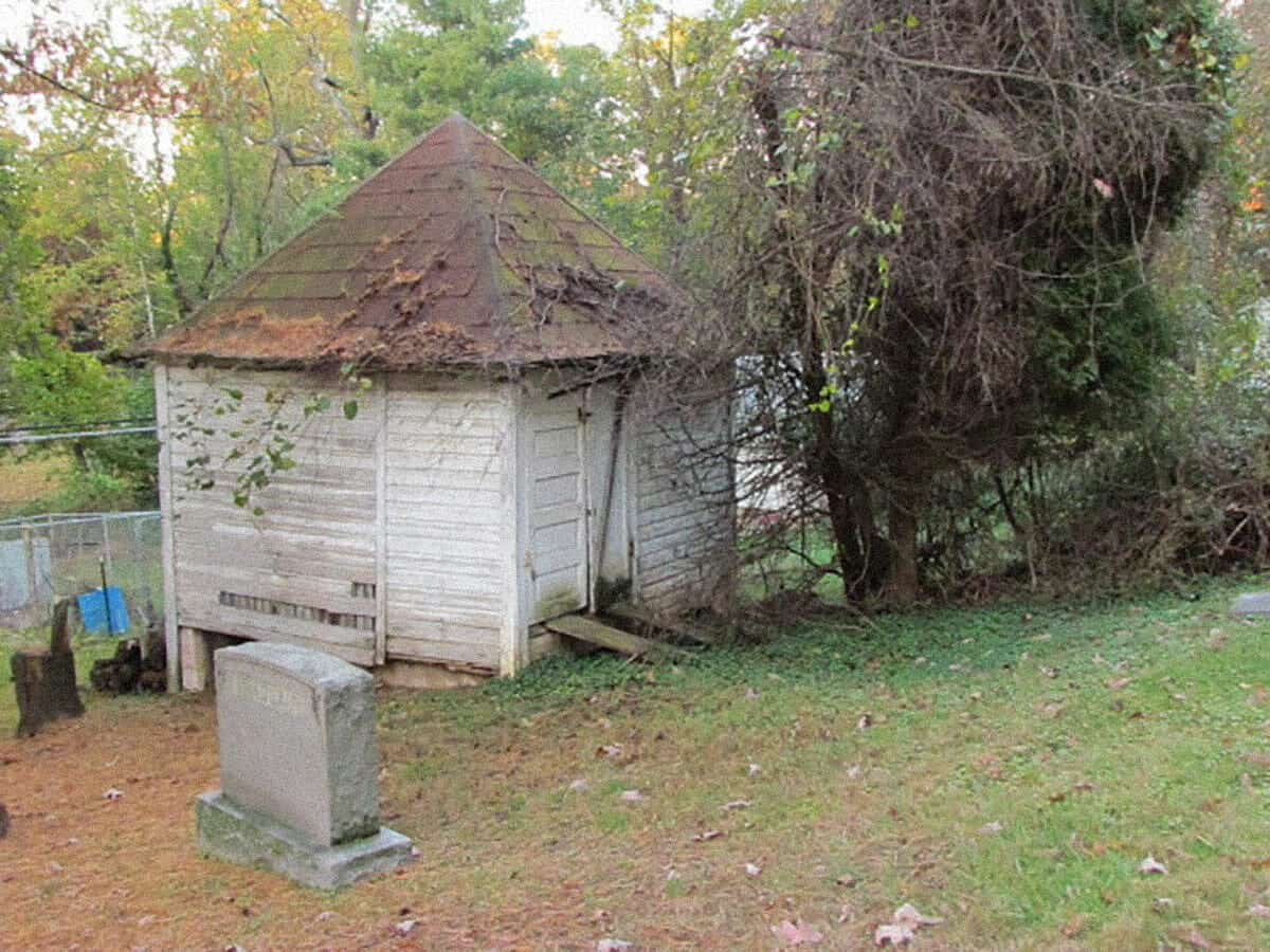 gravestone-and-shed-2